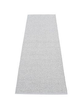 Pappelina Svea SV9A625 tappeto grey metallic grigio cm 60x250 in plastica PVC_Online su Dtime