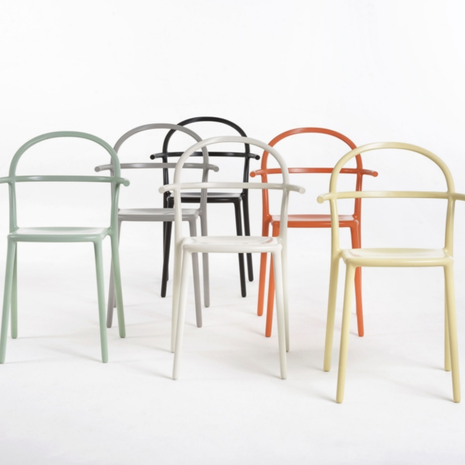 Sedia generic c by philippe starck di kartell shop for Sedie shop on line