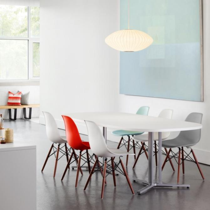 dsw eames plastic chair ambientata nella sala