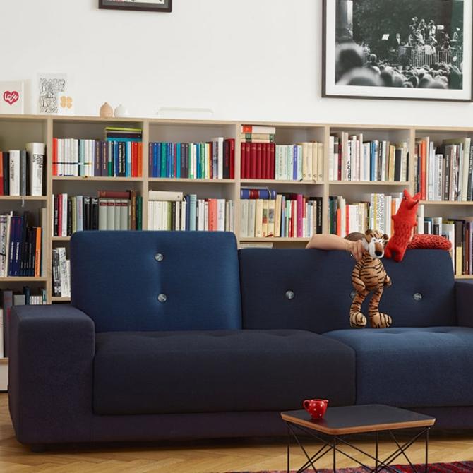 polder sofa divano colorato versione classica blu ambientata pupazzi